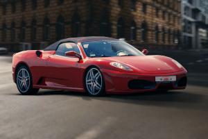 jazda Ferrari ulicami miast