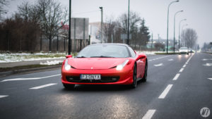 Ferrari 458 Italia na drodze