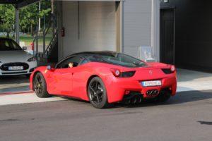 Czerwone Ferrari 458 Italia